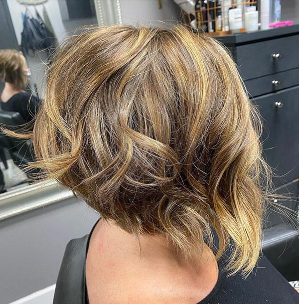 2021 short haircut trends female