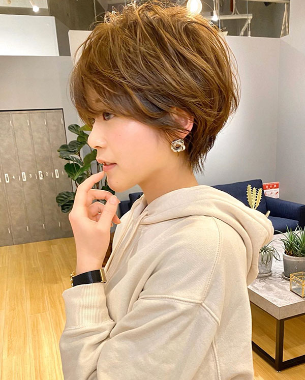 2021 short haircuts female